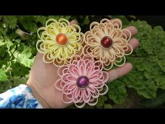 Discover recipes, home ideas, style inspiration and other ideas to try. Loom Flowers, Nylon Flowers, Satin Ribbon Flowers, Kanzashi Flowers, Fabric Ribbon, Diy Flowers, Fabric Flowers, Paper Flowers, Twine Crafts