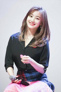 Twice - Jihyo Medium Hair Cuts, Medium Hair Styles, Long Hair Styles, Nayeon, Korean Beauty, Asian Beauty, Hair Inspo, Hair Inspiration, Clavicut