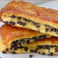 Brioche suisse aux pépites de chocolat - Perle en sucre - Expolore the best and the special ideas about French recipes Bread And Pastries, French Pastries, Brunch Recipes, Sweet Recipes, Cake Recipes, Dessert Recipes, Quick Dessert, Masterchef, French Toast Casserole
