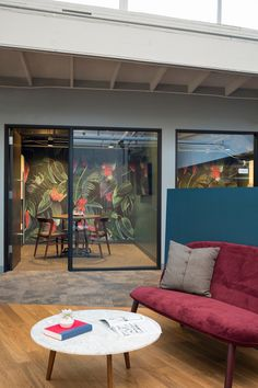 A New HQ for Dollar Shave Club in Marina del Rey by Rapt Studio - Design Milk Open Office Design, Corporate Office Design, Office Interior Design, Office Interiors, Corporate Interiors, Office Floor, Office Lounge, Workspace Design, Office Workspace