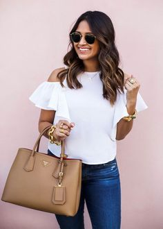 12 Cute Spring Outfit Ideas You Can Steal From These Girls Urban Chic, Ruffle Top, Ruffle Sleeve, Cute Spring Outfits, Mode Style, Men's Style, Spring Fashion, What To Wear, Womens Fashion