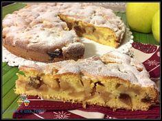 Condividi la ricetta...Tempo di mele e profumi d'autunno! Pensando al classico sapore dello strudel, ho inventato questa torta. Una crostata morbida, ripiena di una farcia profumatissima ed aromatica. Un cuore morbido che sa di buono,…