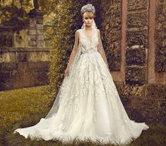 Fashion and Style: What styles of wedding dresses are relevant in 201...