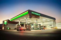 Falida, Petrobras irá demitir 12 mil funcionários e vender até postos de gasolina Old Gas Pumps, Workshop Design, Filling Station, Canopy Design, Led Signs, Texaco, Auto Service, Garage Workshop, Alternative Energy