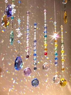 Carillons Diy, Hanging Crystals, Arts And Crafts, Diy Crafts, Beaded Curtains, Aesthetic Rooms, Sun Catcher, Dream Rooms, Mobiles