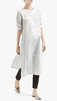 ♡♡Fashion Flare♡♡: 7 Most Beautiful Asian Style Long Shirts Ever White Outfits, Casual Outfits, Fashion Outfits, Womens Fashion, Trendy Fashion, Indian Attire, Indian Wear, Kurta Designs, Blouse Designs