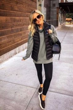 How To Wear Sweatshirt Outfits: 15 Fashion Girl Approved Style Tips - Outfits with leggings Winter Mode Outfits, Cute Fall Outfits, Winter Outfits Women, Sporty Outfits, Winter Fashion Outfits, Work Outfits, Winter Clothes Women, Women's Fashion, Fashion Ideas