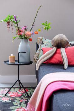 Home decorating diy projects. Arrangements Ikebana, Interior Inspiration, Design Inspiration, Guest Bedroom Decor, Hippie Look, Home Budget, Coastal Bedrooms, Interior Exterior, Interiores Design