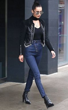 Bella Hadid knows how to wear a leather jacket. Bella Hadid knows how to wear a leather jacket. Bella Hadid News, Bella Hadid Photos, Bella Gigi Hadid, Bella Hadid Outfits, Bella Hadid Style, Star Fashion, Fashion Outfits, Women's Fashion, Fashion Tips