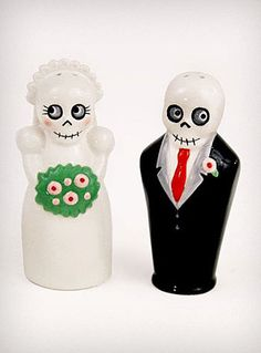 salt & pepper - would love to know where to get these for my Ong.