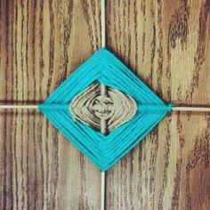 Scrap craft : God's eye yarn weave  yarn & 2 skewers