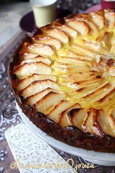 Soft apple and custard cream French Desserts, Apple Desserts, Vegan Desserts, Delicious Desserts, Dessert Recipes, Apple Cakes, Vegan Gains, Pudding, Vegan Cake