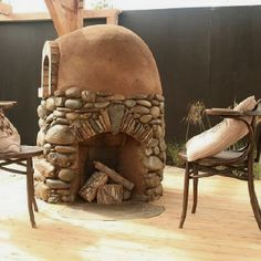 Cob Pizza Oven- with place for firewood storage
