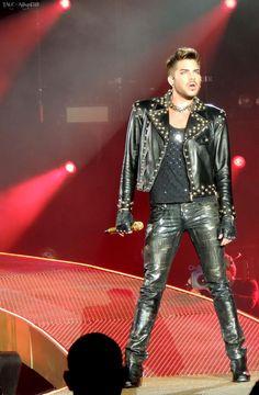 Nice stance! RT @Alikat1323: Queen + Adam Lambert in LA 4 @adamlambert pic.twitter.com/Z06LnTq9hB