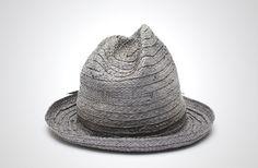 夏のハイキングにスタイルのある2つのハットを提案。マウンテンハットと ZPacks Pointy Hat