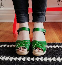 I love green. I love clogs and Anna from Door Sixteen has amazing style.