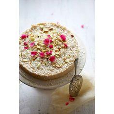 Sweetened Yoghurt Eggless Baked Cheesecake - 3 ingredient goodness.  Recipe Link in Profile.  #instamood #instagramer #inspiration #instafood #foodstyling #foodpicoftheday #instagramer #dessert #sweet #indian #festive #vegetarian #baking #sodelicious #hautecuisine #Indianfoodbloggers #glutenfree @thekitchn @yahoofood