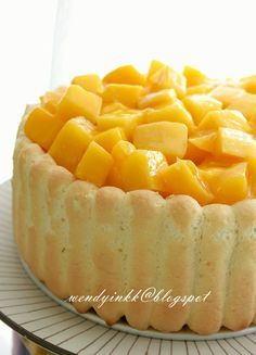 MIL suddenly asked us out for dinner with a newly wed couple who are relatives. And asked me whether I can make a cake for them. No Bake Cheesecake, Cheesecake Recipes, Cookie Recipes, Mango Mousse Cake, Mango Cake, No Bake Desserts, Just Desserts, Dessert Recipes, Mango Desserts
