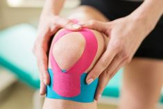 Kinesio Tape is elastic sports tape made to relieve pain while supporting and stabilizing muscles. Running Man, Running Tips, Kinesio Tape, Kinesiology Taping, K Tape, Health And Wellness, Health Fitness, Women's Health, Physical Therapy