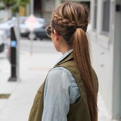 Love how simple and put together this ponytail looks.