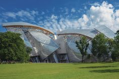 Frank Gehry discusses the inception of his pavilion-like cultural center in Paris's Bois de Boulogne, and how his design process influenced the result.