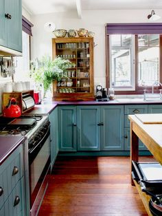 Vintage Kitchen The family home of Peter and Georgia Zoric, located in the Margaret River area of Western Australia. Photo – Angelita Bonetti for The Design Files. - A rambling, creative family home in Margaret River, WA. New Kitchen, Vintage Kitchen, Kitchen Ideas, Vintage Cabinet, Happy Kitchen, Kitchen Island, Bohemian Kitchen Decor, White Bohemian Decor, Above Cabinets