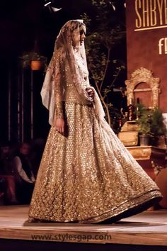 Sabyasachi Mukherjee Latest Wedding Dresses 2016-2017 Collection | StylesGap.com