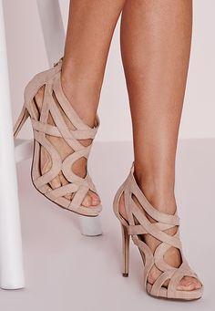 Mettez vos petits petons en valeur dans ces superbes sandales nude en suédine ! Elles présentent des découpes, des franges et une suédine toute douce pour un résultat dont vous aurez du mal à vous passer.  Suédine  Hauteur moyenne ...