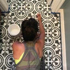 Easy stenciled tile floor using Cutting Edge Stencils DIY tile stencil patterns . - Easy stenciled tile floor using Cutting Edge Stencils DIY tile stencil patterns The - Painting Tile Floors, Painting Shower, Painted Floors, Paint Tiles, Tile Flooring, Laminate Flooring, Plywood Floors, Flooring Ideas, Design Minimalista