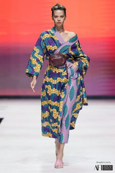 Big Fashion, Fashion Styles, African Dresses For Women, Africa Fashion, Wrap Style, Kimono Top, Elegant, Chic, African Style