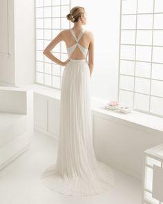 Duende. 2960€ Vestido de muselina de seda , en color natural.