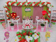 cenario moranguinho - Pesquisa Google Baby Girl Birthday, Birthday Fun, First Birthday Parties, First Birthdays, Strawberry Shortcake Birthday, Strawberry Baby, Balloon Decorations, Birthday Decorations, Party Time