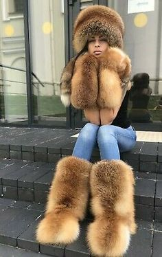 Details about Real Red fox fur : hat, boots, mittens. Fur Collar Coat, Fox Fur Coat, Fur Collars, Fur Accessories, Fur Clothing, Ski Fashion, Trendy Fashion, Fur Boots, Chinchilla