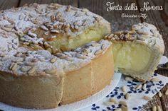 La ricetta classica della Torta della Nonna,un dolce che non delude mai e del quale è sempre gradita una fetta ;) Facile e veloce da preparare :D