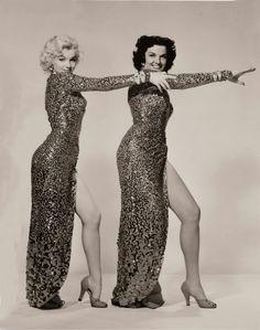 Marilyn Monroe and Jane Russell for Gentlemen Prefer Blondes, 1953 Golden Age Of Hollywood, Vintage Hollywood, Hollywood Glamour, Hollywood Stars, Classic Hollywood, Estilo Marilyn Monroe, Marilyn Monroe Fotos, Jane Russell, Gentlemen Prefer Blondes