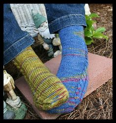 A great simple toe-up pattern for travel knitting! Pattern is written using 2 circular needles.