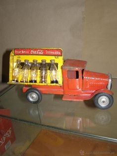 Camion Coca Cola Hojalata con botellas en miniatura. Nº 171. 1932. 28 cm largo