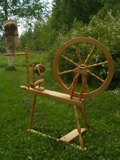 Spinning wheel Tuulia, made by Varpapuu, Finland