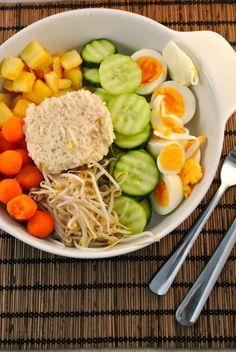 Explore Lekker en Simpel 's photos on Photobucket. Asian Recipes, Healthy Recipes, Healthy Food, Gado Gado, Food Presentation, Cobb Salad, Brunch, Easy Meals, Veggies