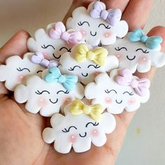 ideas for baby shower souvenirs porcelana fria Baby Cookies, Baby Shower Cookies, Kawaii Cookies, Cute Polymer Clay, Polymer Clay Charms, Crea Fimo, Baby Shower Souvenirs, Unicorn Cookies, Cute Desserts