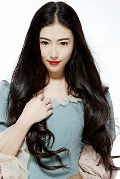 Chinese model - Zhang Xin Yuan. 张辛苑 red lips
