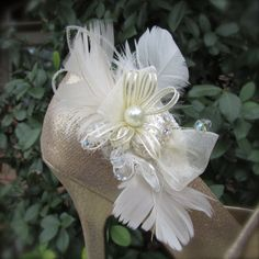 Hey, I found this really awesome Etsy listing at https://www.etsy.com/au/listing/85823776/bridal-shoe-clips-ivory-feathers