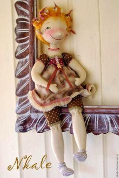 Quem ama bonecas conhece bem o trabalho dessa artista russa a  Nkale . Quem ainda não conhece de uma olhada na galeria dela aqui .  E ela n...
