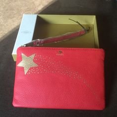 Fossil leather wristlet Fossil leather wristlet with 3 card slots. Measurements are 7.5 x 5 Fossil Bags Clutches & Wristlets