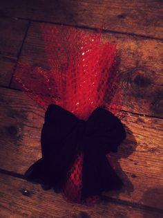wrapped with an orange net and clean/old stockings for the bow - emballé avec un filet à oranges et un collant filé pour le noeud
