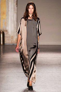 Uma Wang at Milan Fashion Week Spring 2015 London Fashion Weeks, Fashion Week Paris, Spring Fashion, Winter Fashion, Milan Fashion, Arab Fashion, Mod Fashion, Timeless Fashion, Runway Fashion