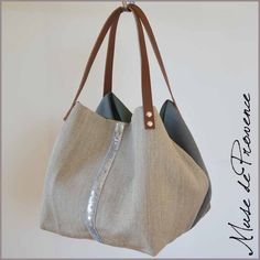 Online shopping from a great selection at Handbags & Wallets Store. Tote Purse, Clutch Bag, Diy Handbag, Jute Bags, Couture Sewing, Linen Bag, Fabric Bags, Big Bags, Summer Bags