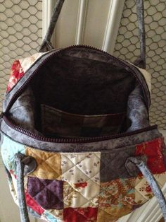 pitimini: Mary Popins Mary Popins, Quilted Bag, Fabric Bags, Quilts, Diy, Fashion, Fabric Handbags, Crochet Purses, Hand Crafts