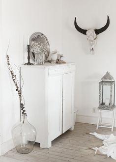 Oude witte kast