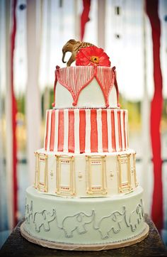 Circus themed wedding cake! - Le Cookie Monkey